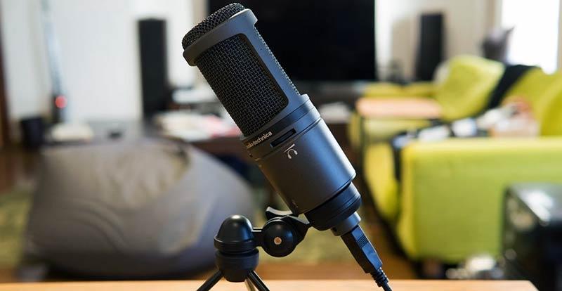 Audio Technica AT2020USB + es un micrófono ideal para la grabación de podcasts