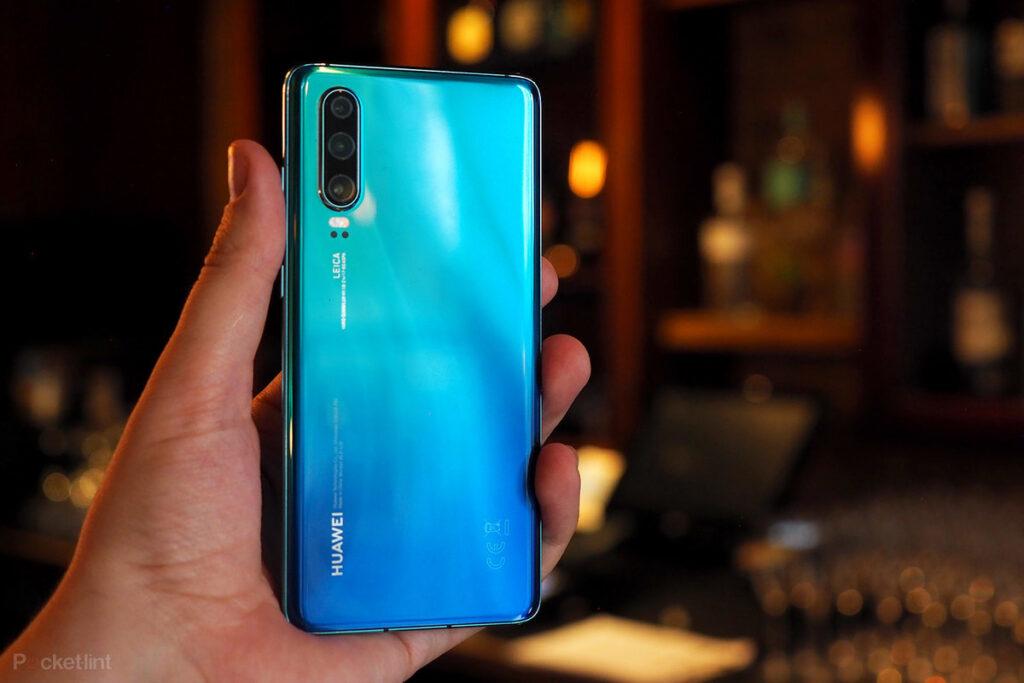 Teléfono Huawei P30 de gama media