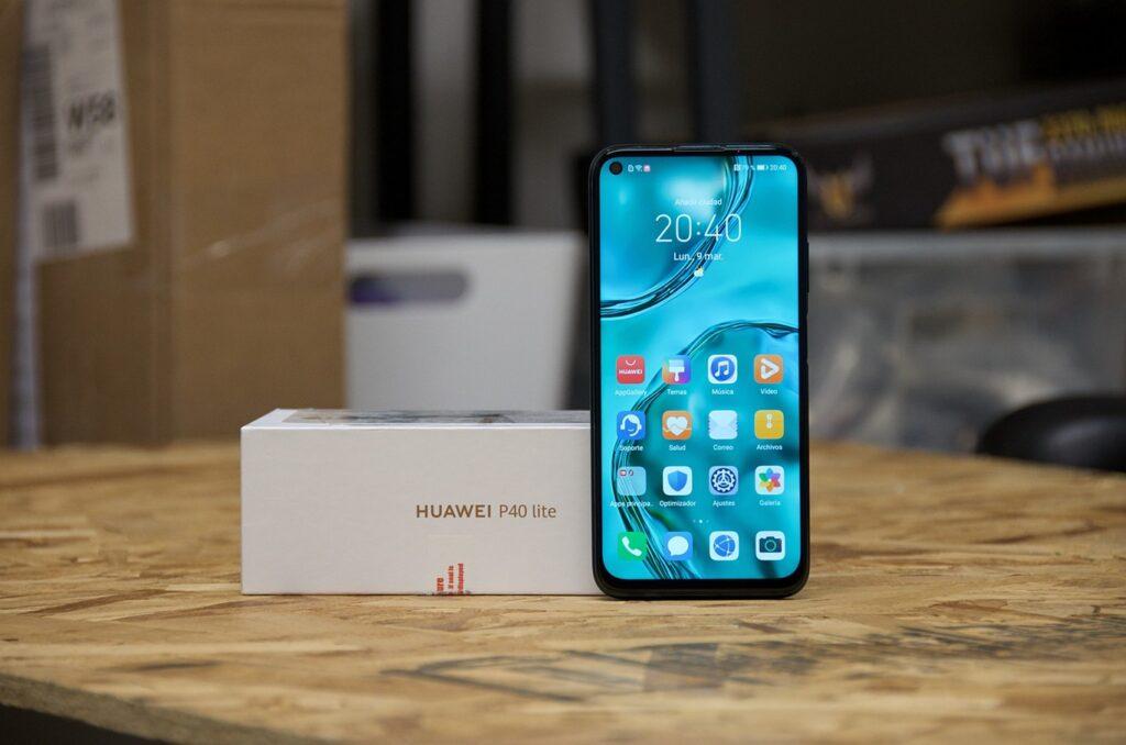 Huawei P40 Lite teléfono de gama media que aún es buscado por su precio bajo