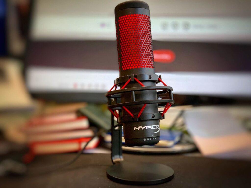 HyperX HX-MICQC-BK QuadCast considerado el mejor micrófono para juegos