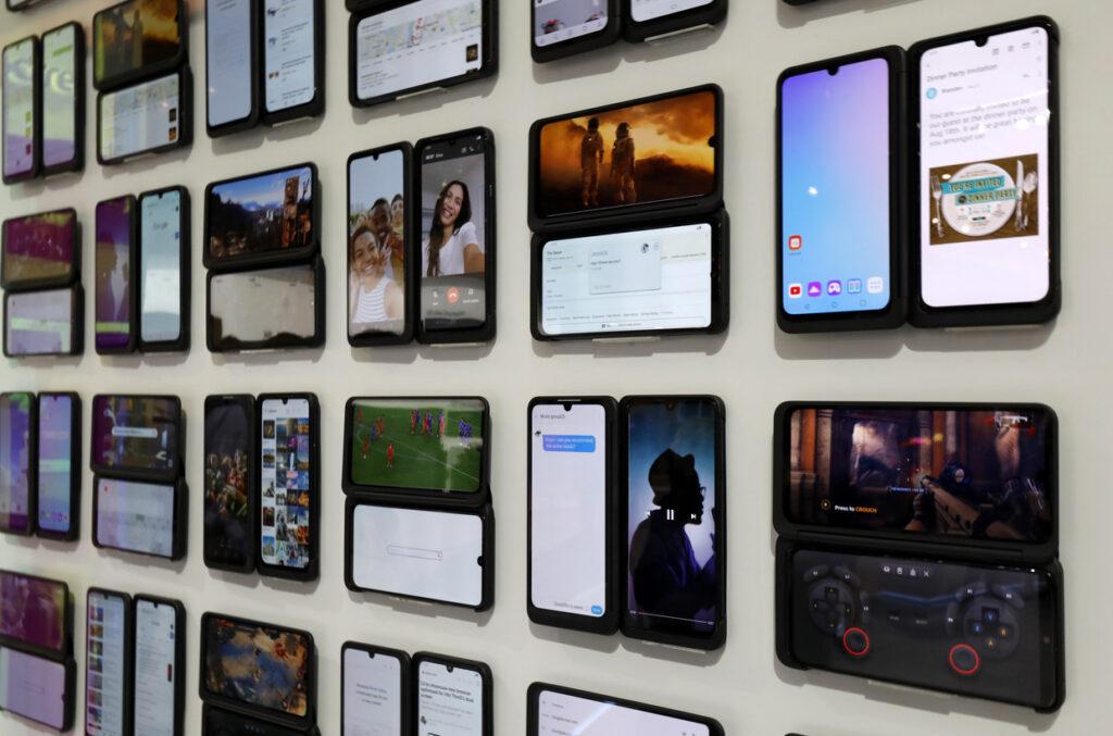 diferentes modelos de teléfonos LG