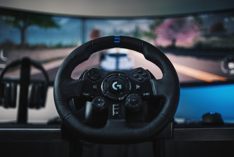 Uno de los mejores volantes para juegos y para la generación de las consolas actuales es el Logitech G923