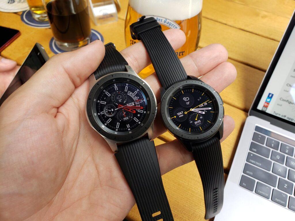 Dos versiones del Samsung Galaxy Watch