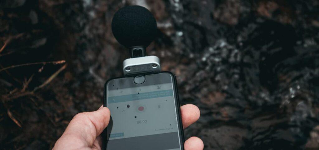 Micrófono externo en el teléfono móvil