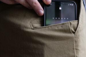 Móvil pequeño que cabe en el bolsillo